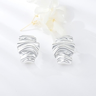 Picture of Low Price Zinc Alloy Gold Plated Stud Earrings from Trust-worthy Supplier
