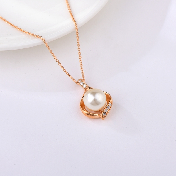 Picture of Fashionable Small Artificial Pearl Pendant Necklace
